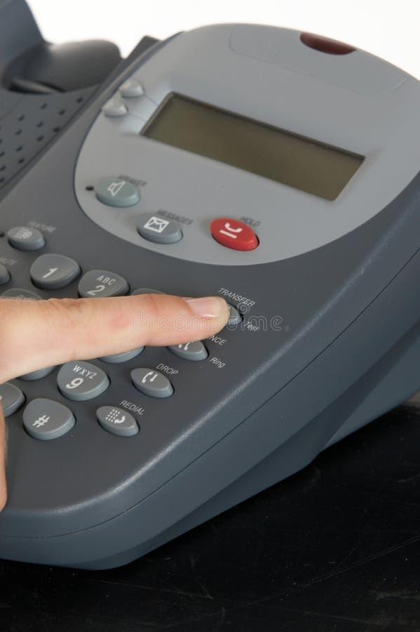 Finger auf Übergangstaste stockfoto