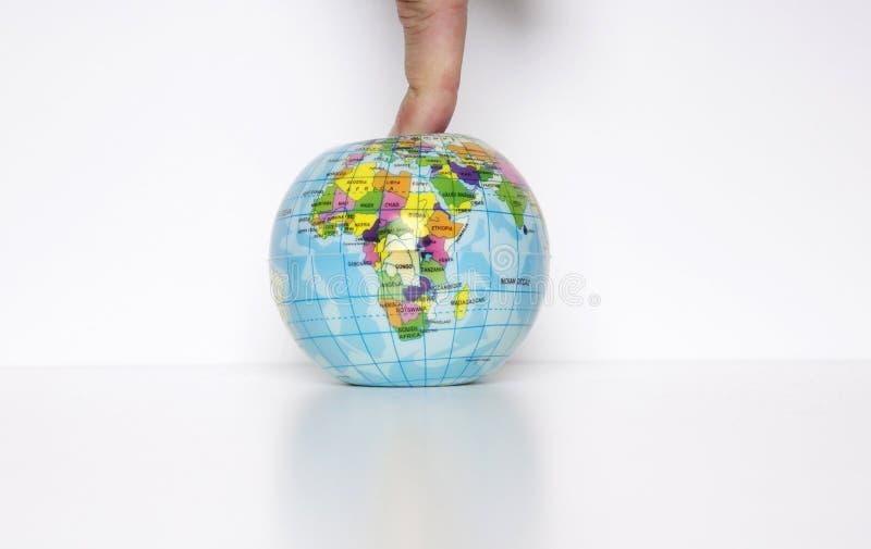 Finger auf dem Planeten lizenzfreies stockfoto