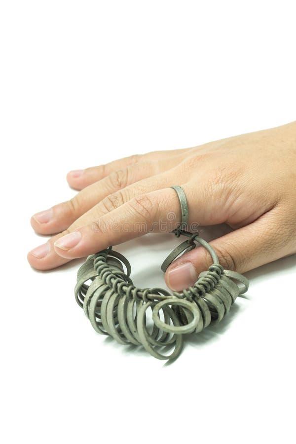 Finger för handwiithjuvelerare som storleksanpassar isolerade hjälpmedel fotografering för bildbyråer