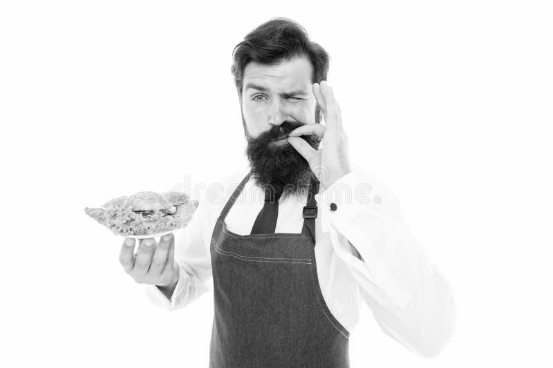 Finger lizy dobrze Brodaty człowiek lubi smak jedzenia Gotowy kucharz smakuje gotowane danie Badanie smakowe Posiłki, które zaspo fotografia royalty free