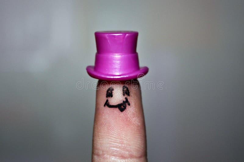 Finger med sinnesrörelse Finger i hatt arkivfoto