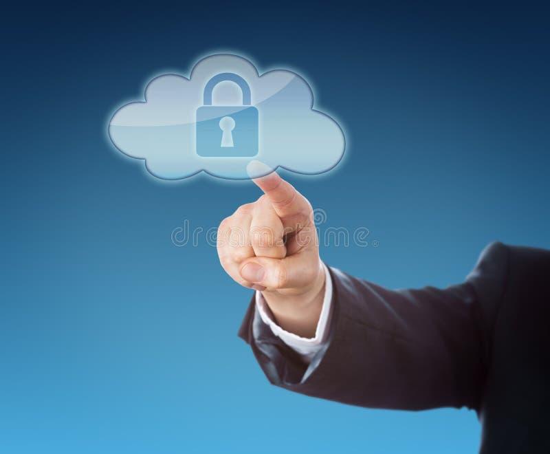 Finger que toca un icono de la nube que contiene una cerradura imágenes de archivo libres de regalías
