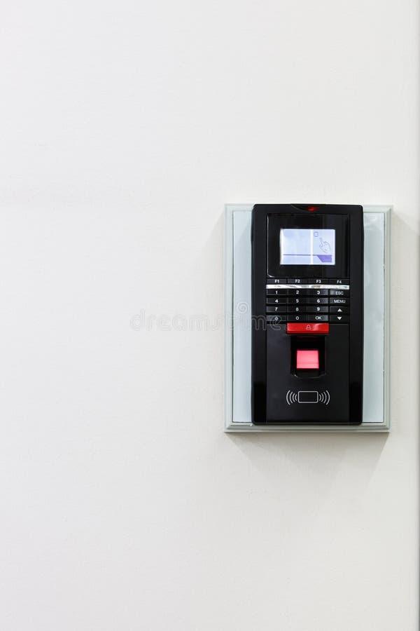 Fingerabdruckscan für setzen Türsicherheitssystem frei stockfoto