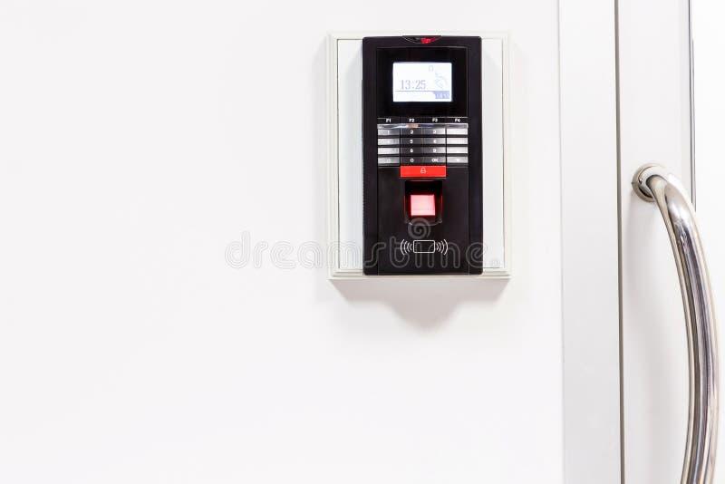 Fingerabdruckscan für setzen Türsicherheitssystem frei stockbilder