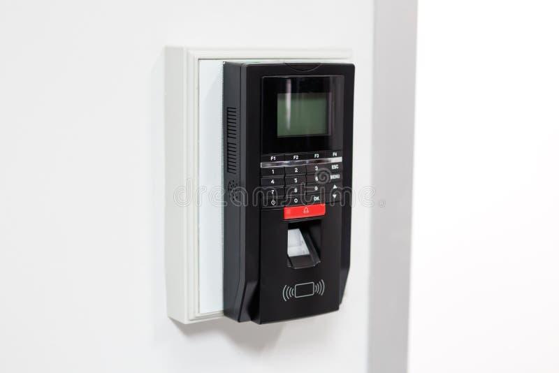 Fingerabdruckscan für setzen Türsicherheitssystem frei lizenzfreie stockfotos