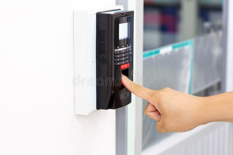 Fingerbildläsning för säkerhetssystem arkivbild