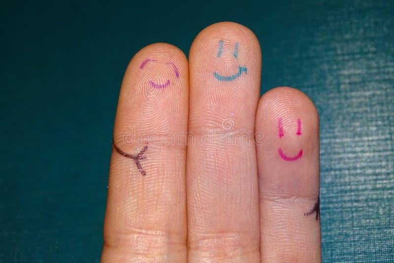 Fingeres felices del amigo sobre la madera fotografía de archivo libre de regalías