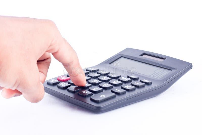 Fingerhand setzte Knopftaschenrechner für die Berechnung des erklärenden Buchhaltungsgeschäfts der Zahlen auf den weißen lokalisi stockbild