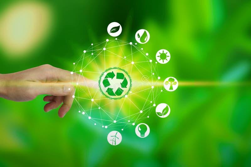Fingerhandlag med miljösymboler över nätverksanslutningen på naturbakgrund, teknologiekologibegrepp vektor illustrationer