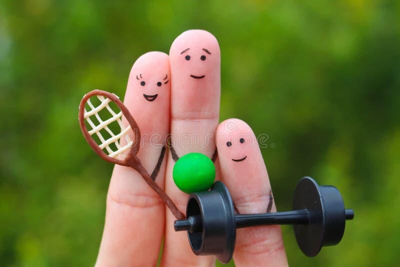 Fingrar konst av den lyckliga familjen i sportar arkivfoton