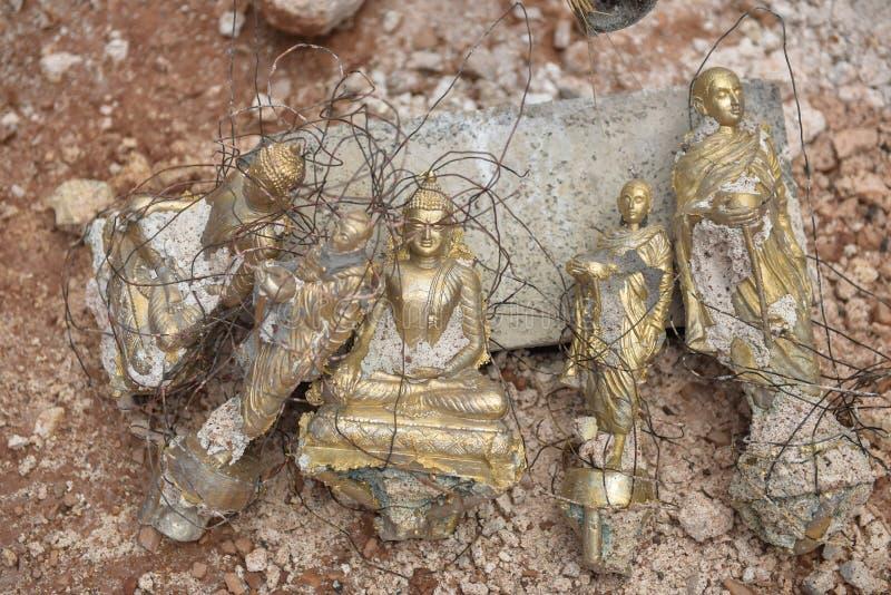 Finition faisant le moule d'un Bouddha images libres de droits