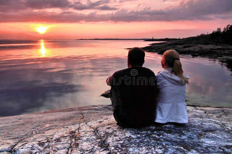 Finland: Zonsondergang door golf van Finland stock fotografie