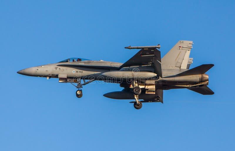 Finlandssvensk jaktflygplan för bålgeting F-18 fotografering för bildbyråer