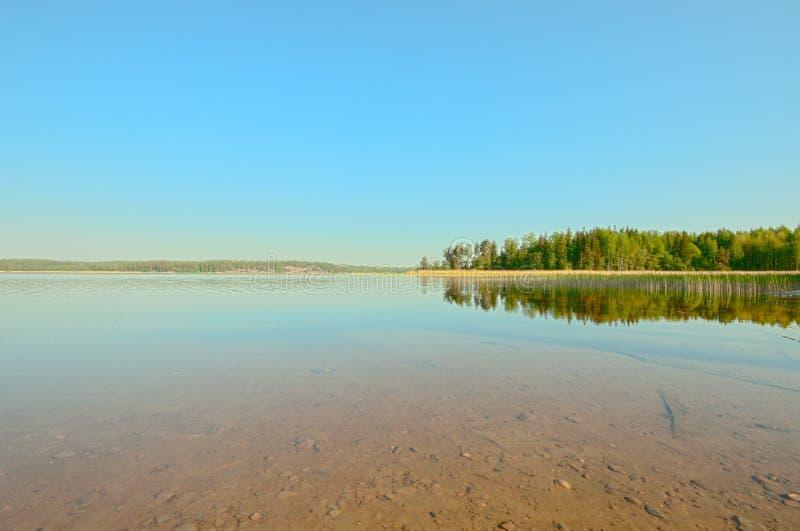 Finlandssvensk sommar och naturen på dess bästa, är ett traditionellt landskap lugna och fridsamt Lokaliserat i Tammisaari Finlan royaltyfria foton
