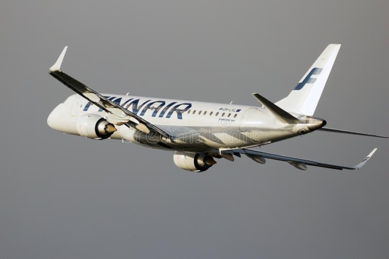 Finnair Embraer ERJ-190LR imagenes de archivo