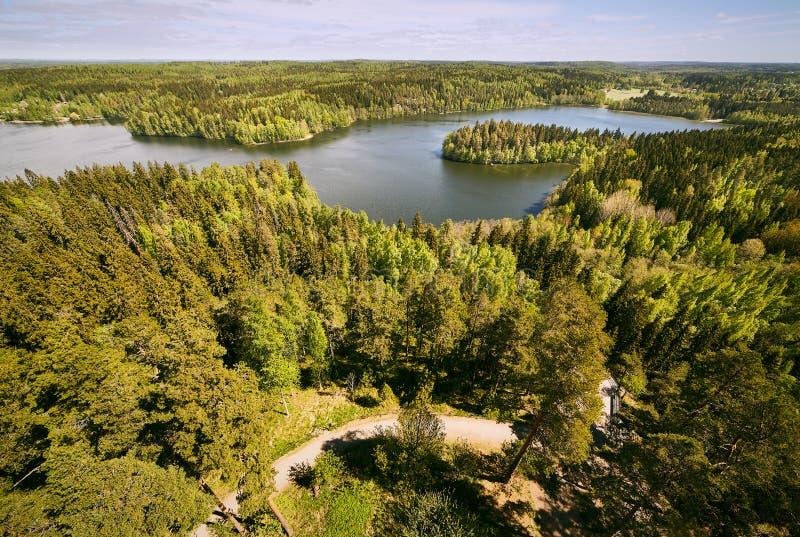 Finnische nationale Landschaftsansicht am Aulanko-Naturpark in Finnland stockfotografie