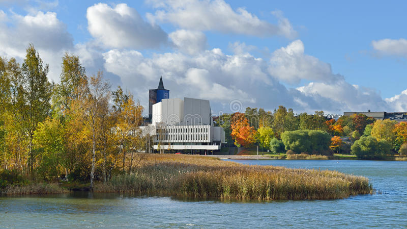 Finnische nationale Oper in der Mitte von Helsinki stockfotografie