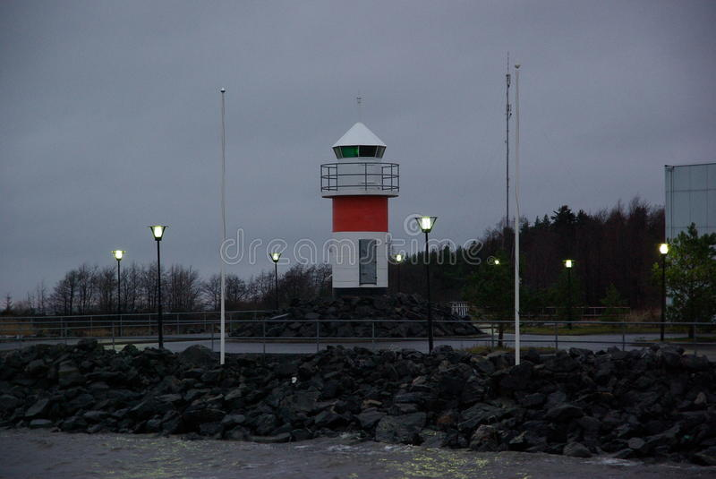 Finnland, Hafen Pori, alter Leuchtturm, Landschaft mit Lichtern stockfoto