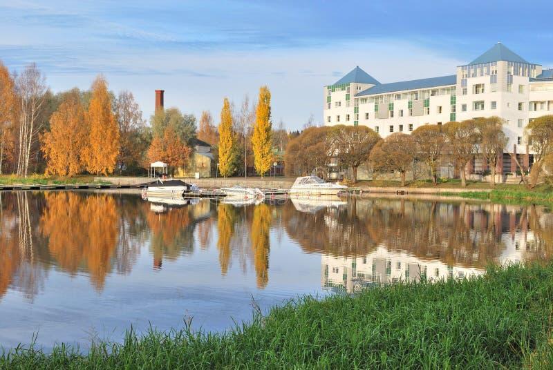 Finnland. Hameenlinna im Herbst lizenzfreie stockbilder