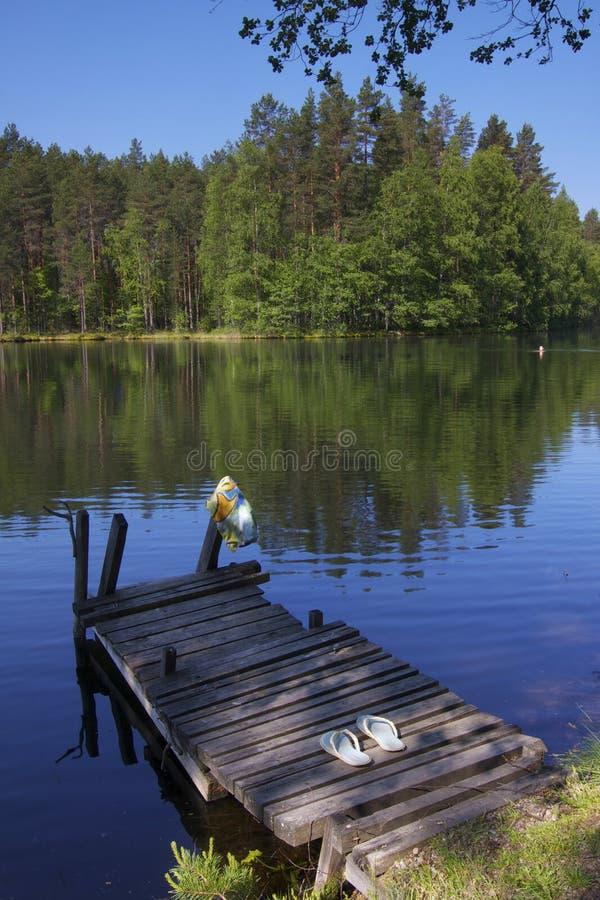 Finnland: Sommer-Schwimmen lizenzfreies stockbild