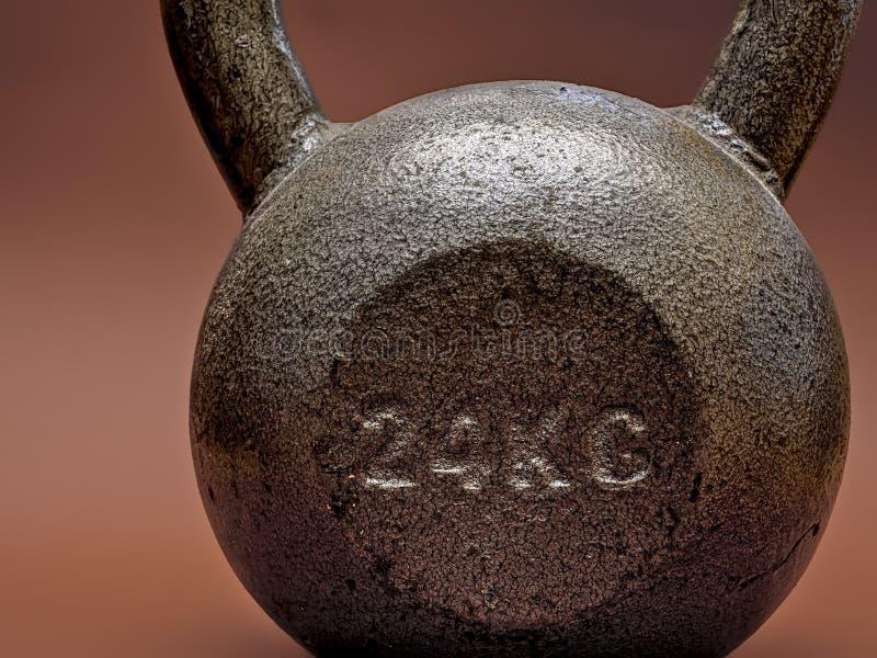 24 fins d'isolement par kettlebell de kilogramme  photos stock