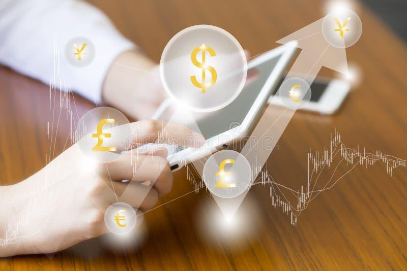 Fintech财务技术企业片剂计算机网概念 金钱与云彩货币美元eur bitcoin的钝齿轮象 贸易 库存图片