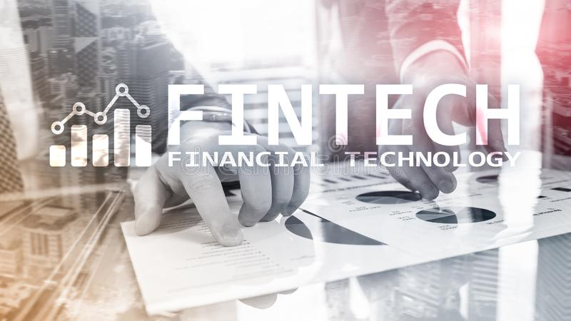 FINTECH - Pieniężna technologia, globalny biznes i informacja interneta technologia komunikacyjna, Drapacza chmur tło Tec zdjęcie stock