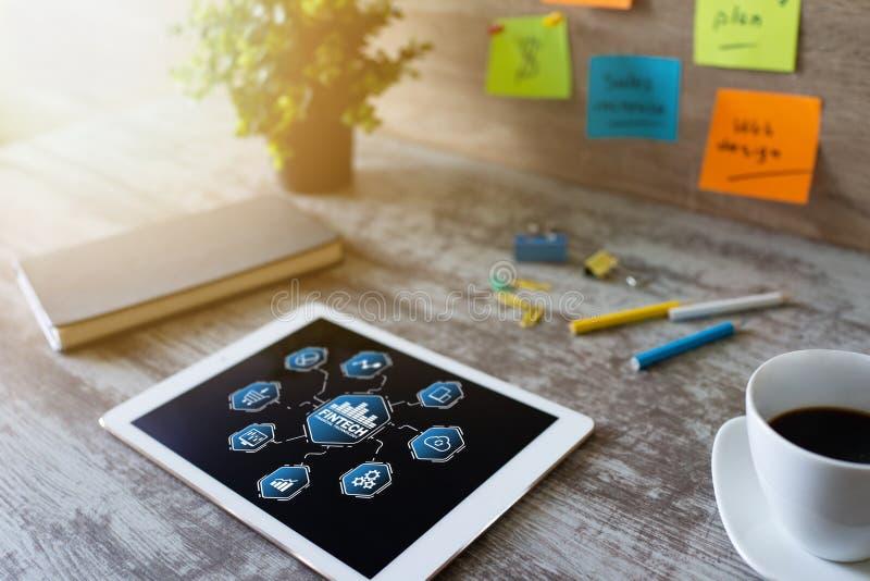 Fintech - technologie financi?re r Paiement et investissement en ligne photographie stock libre de droits