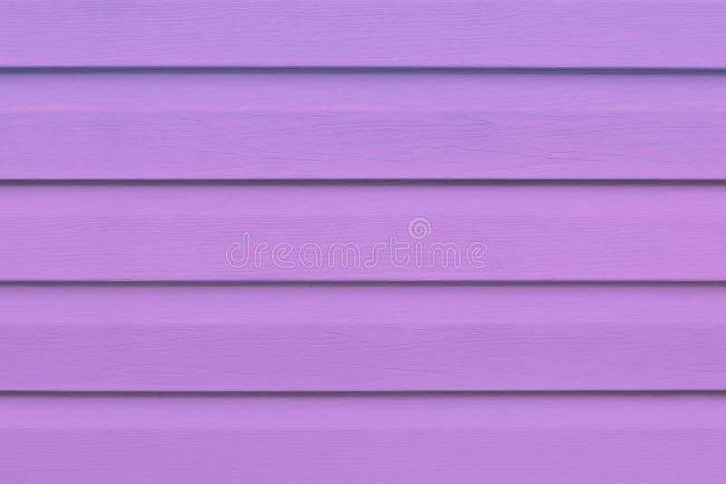 Fiołkowa drewniana tekstura w liniach, purpurowy drewniany tło Wzór z różowym drewnem zaszaluje na ścianie, podłoga wsiada do dre zdjęcia stock