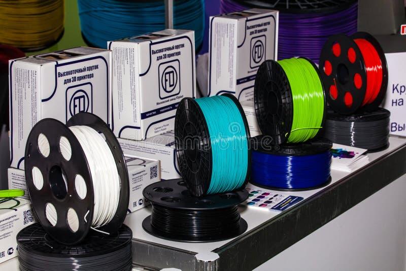 Fio colorido para a impressora 3D que vende na loja foto de stock