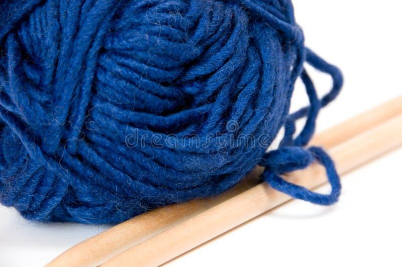 Fio de lã de confecção de malhas foto de stock