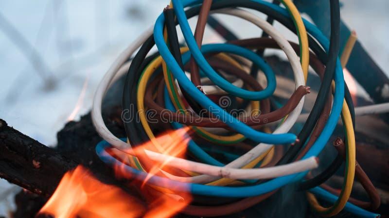 Fio do acendimento no fogo imagem de stock