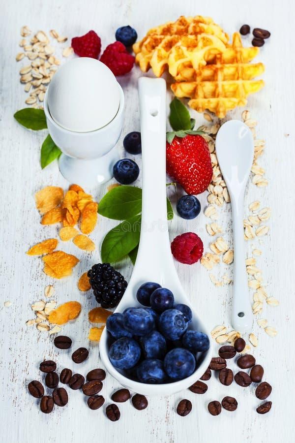 Fiocco, bacche e caffè sani di BreakfastOat Salute e dieta fotografie stock