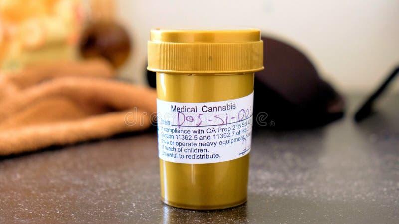 Fiole médicale de prescription de marijuana photo libre de droits