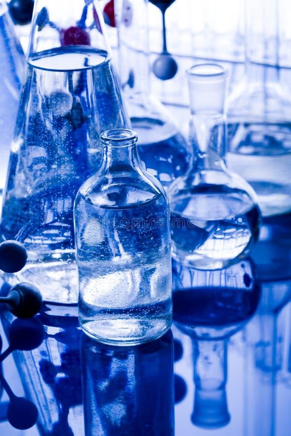 Download Fioles bleues de chimie photo stock. Image du bechers - 8669764
