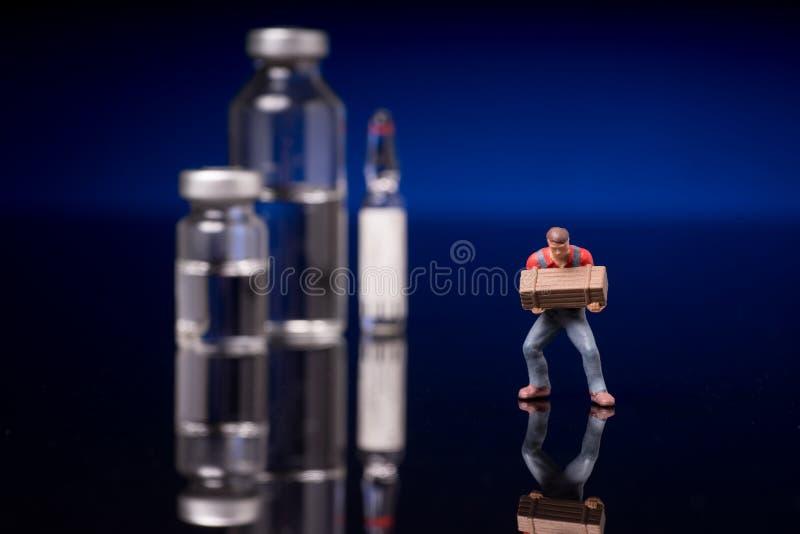 Fioles médicales avec le liquide clair photo stock
