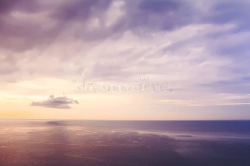 fioletowy niebo Piękny Seascape Spokój i odpoczynek obraz stock