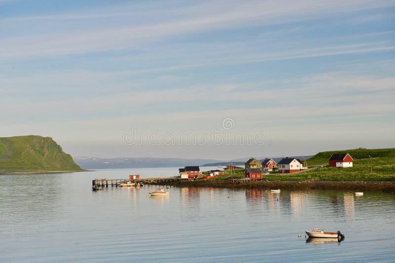 Fiord i nordliga Norge royaltyfria bilder