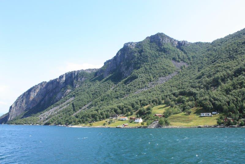 Fiorde bonito de Lysefjord em Noruega do ferryboat imagens de stock