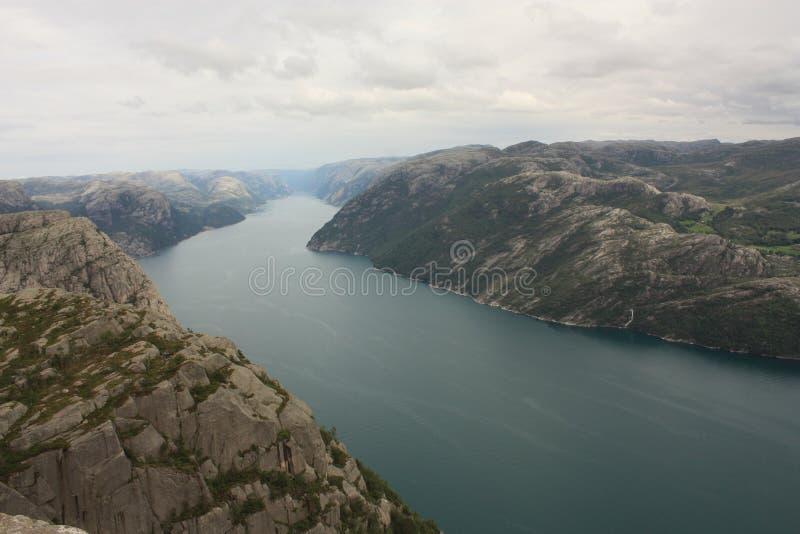 Fiorde impressionante e Preikestolen de Lysefjord em Noruega Escandinávia fotografia de stock royalty free