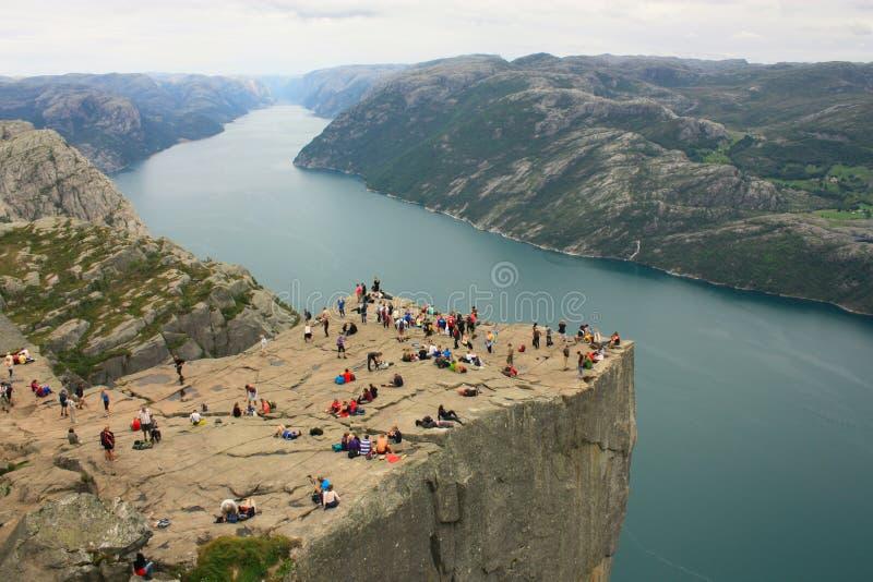 Fiorde impressionante e Preikestolen de Lysefjord em Noruega Escandinávia foto de stock