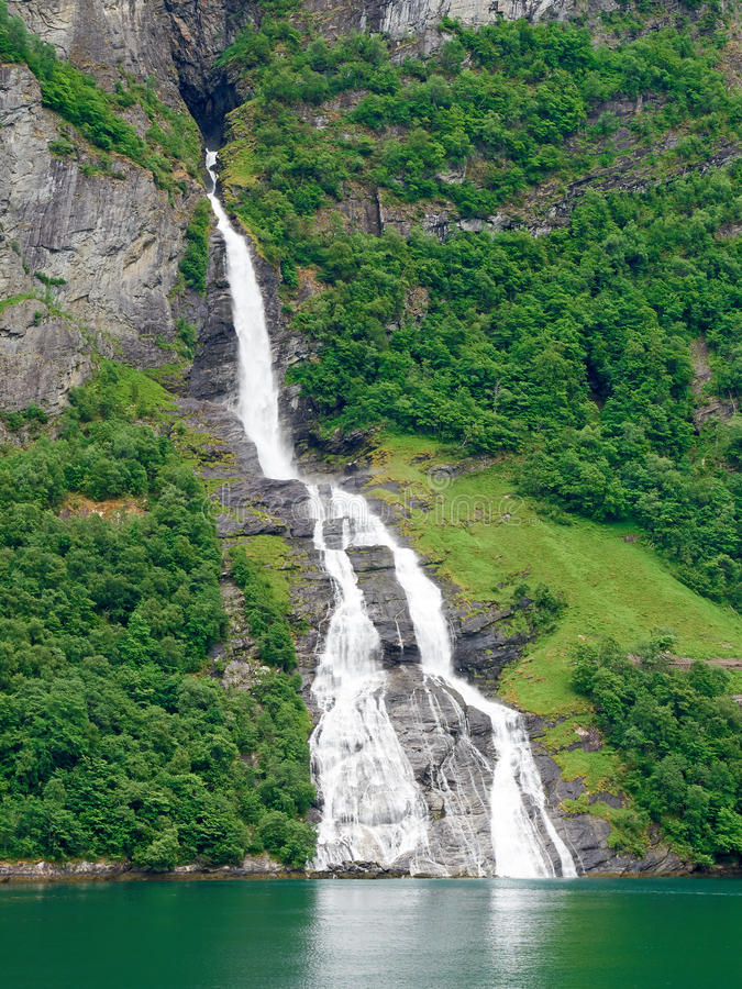 Fiorde Noruega de Geiranger da cachoeira imagens de stock