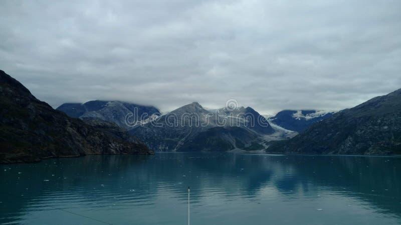 Fiordo Alaska de la universidad del glaciar de Harvard Glaciar grande que resbala dentro del Océano Pacífico en Alaska fotografía de archivo libre de regalías