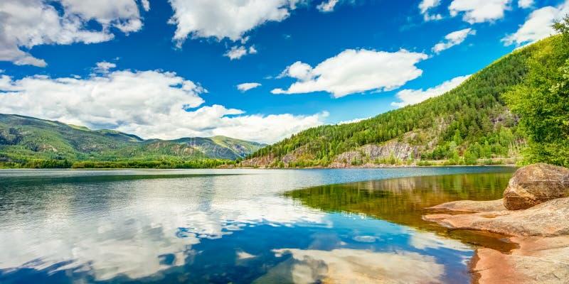 Fiordo della natura della Norvegia fotografie stock