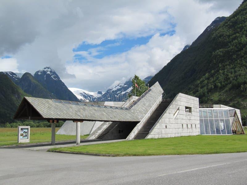 Fiordo della Norvegia e museo del ghiacciaio fotografie stock libere da diritti