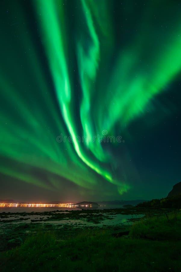 Fiordo di Alta dell'aurora boreale fotografia stock libera da diritti
