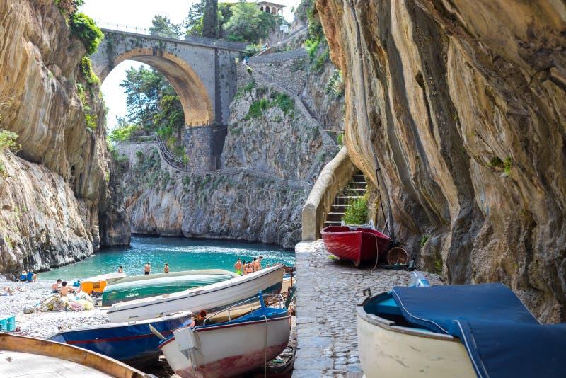 Fiordo Di Furore strand Amalfi van de Furorefjord Kust Positano Napels, Italië stock afbeeldingen