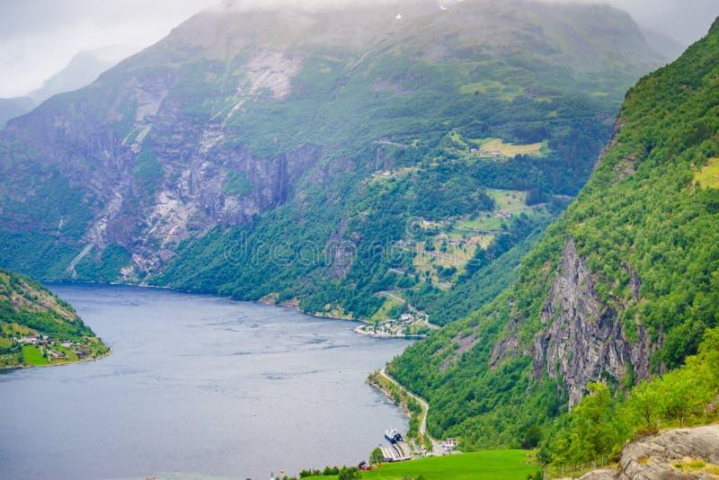 Fiordo Geirangerfjord en el d?a nublado, Noruega imágenes de archivo libres de regalías