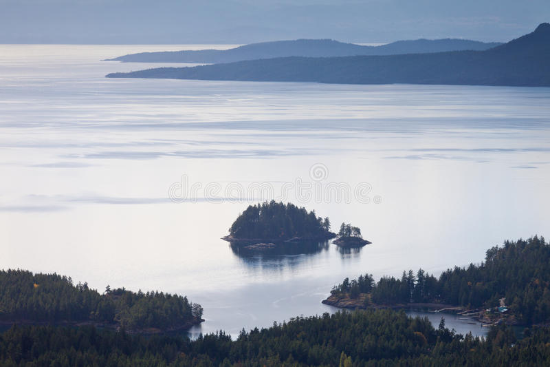 Fiords και Ειρηνικός Ωκεανός Π.Χ. Καναδάς ακτών ηλιοφάνειας στοκ φωτογραφία με δικαίωμα ελεύθερης χρήσης