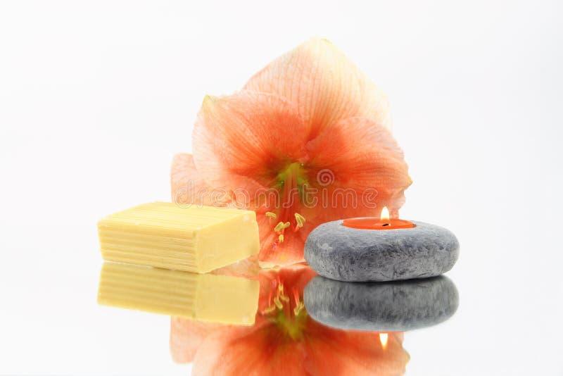 Fiore, candela e sapone fotografie stock libere da diritti